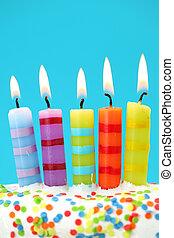 arrière-plan bleu, bougies, anniversaire, cinq