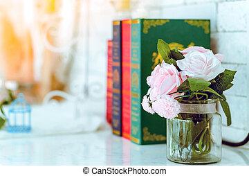 arrière-plan., blured, trois, roses, vase, livres, rose, beau, blanc, artificiel, table, image, verre