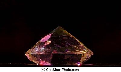arrière-plan., tourne, une, beaucoup, diamant, motion., pierre, lumière, scintillements, lent, rayons, grand, fin, haut., contre, facettes, noir