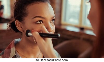 artiste, faire, maquillage, haut, utilisation, brush., profesional