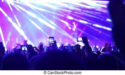 artiste, filmé, spectateurs, téléphone, pop