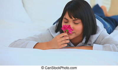 asiatique, mignon, sentir, femme, fleur