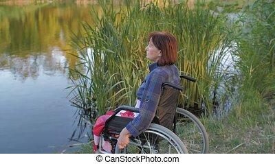 asseoir, lac, fauteuil roulant, mûr femme