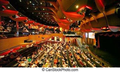 assied, gens, salle concert