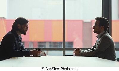 association, bureau., conditions, sérieux, moderne, hommes affaires, discuter