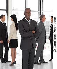 associez-vous guide, business, ethnique, sourire, devant
