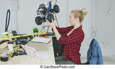 atelier, femme voiture, examiner, radio-controlled