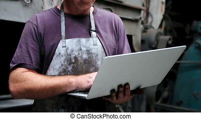 atelier, ordinateur portable, utilisation, forgeron, 4k