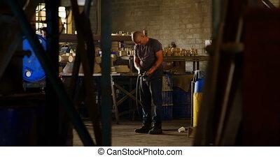 atelier, tuyau, fonctionnement, 4k, fonderie, ouvrier