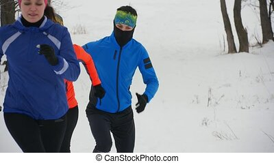 athlètes, jogging, groupe, hiver, forêt