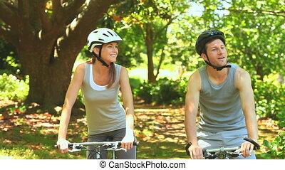 athlétique, cyclisme, couple, bois