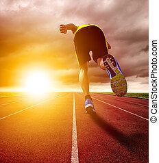 athlétique, jeune, piste, courant, course, coucher soleil, fond, homme