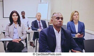 attentif, conférence, portrait, personnel, hall., education, business, hispanique, développement, séance, concept, formation, homme affaires
