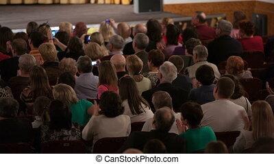 audience, applaudir, assis, gens