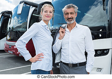 autobus, couples dehors