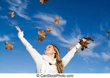 automne, élevé, femme, bras, bonheur