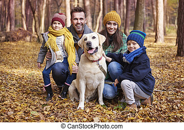automne, pendant, famille heureuse, portrait
