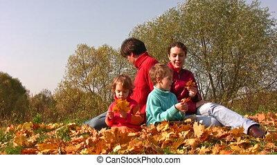 automne, quatre, feuilles, famille, asseoir