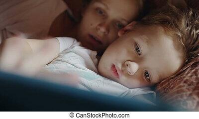 avant, mère, tampon, heure coucher, fils