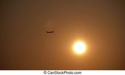 avion passager, sunset., prend, fond, soleil, contre, fermé