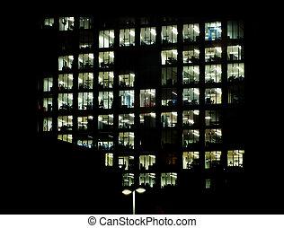 bâtiment, brillamment, moderne, éclairé, bureau, fenetres, projection, entouré, espaces, nuit, grand, obscurité