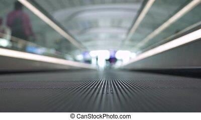 bâtiment, centre, achats, professionnels, moderne, travolator, haut, centre commercial, en mouvement, fin, intérieur, aéroport., ou, transportation.