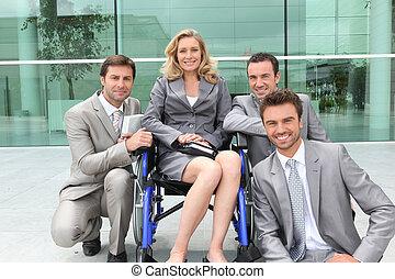 bâtiment, collègues, bureau, fauteuil roulant, cadre, dehors, femme