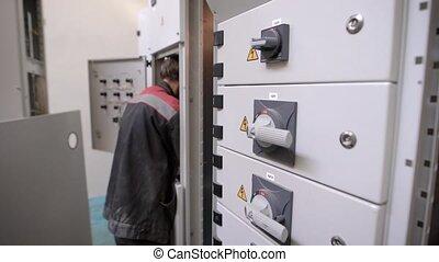 bâtiment, réparations, appartement, électricien, électrique, électricité, lumière, garde, professionnel, travaux, homme
