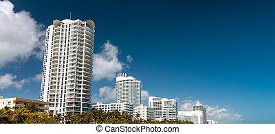 bâtiments, miami, ciel, ensoleillé, contre, océan, long, plage