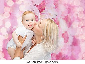 bébé, baisers, sourire heureux, mère