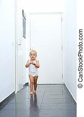 bébé, couloir, marche, girl, maison