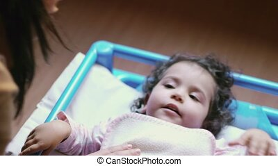 bébé, eduquer fille, lit