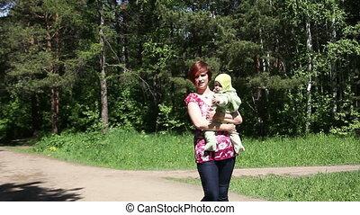 bébé, marche, parc, mère