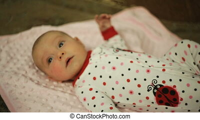 bébé, mensonge, petite fille, lit