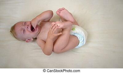 bébé pleure, berceau