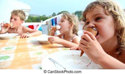 badine manger, séance, glace, balcon, crème