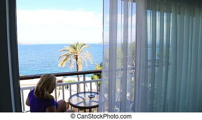 balcon, vue, mer, séance, femme, blond