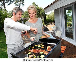barbecue, couple, cuisine, viande, jardin