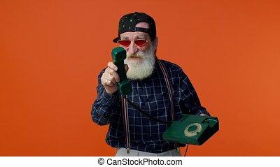 barbu, hé, me, gray-haired, conversation, câble, personne agee, vendange, homme, 80s, dit, appeler, dos, vous, téléphone