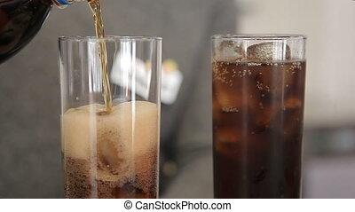 barman, verre, glace, soude, verse