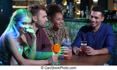 barre, bavarder, table, amis, mieux, boissons
