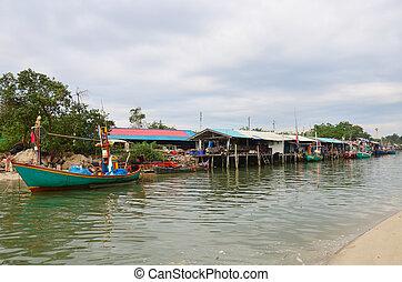 bateau pêche, village
