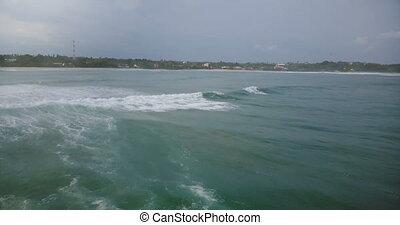 beau, énorme, plage, gauche, foam., atteindre, virages, vague, exotique, bourdon, paisible, suivre, océan, appareil photo, briser