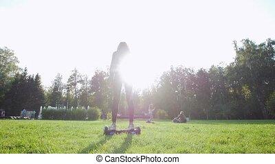 beau, été, gyro, parc, lumière soleil, équitation, girl, herbe