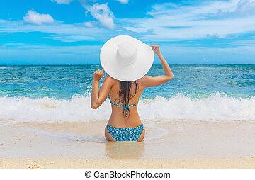 beau, été, island., chapeau paille, concept., jeune, dos, exotique, téléspectateur, vacances, girl, plage, blanc