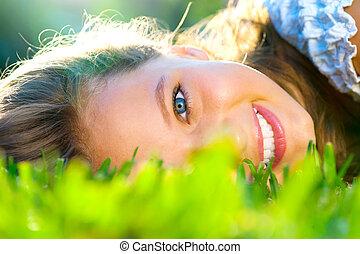 beau, adolescent, extérieur, vert, girl, herbe, mensonge