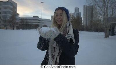 beau, amusement, girl, neige, jouer