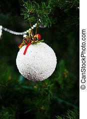 beau, arbre noël, neige, pendre