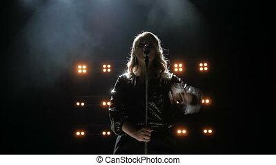 beau, arrière-plan., étape, chanson, enfumé, jeune, chante, chanteur, clair