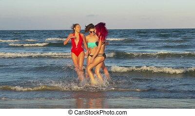 beau, autre, taquiner, trois, petites amies, une, mer, jouer